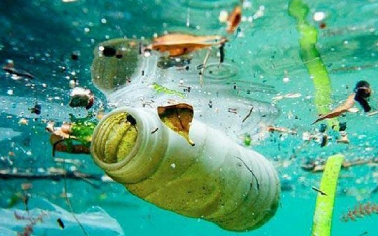 el plastico en el mar
