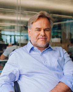 eugene-kaspersky-cybersecurity-speaker-thinking-heads