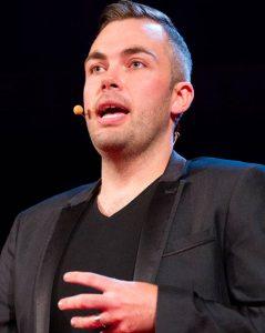 nicholas-mccarthy-pianist-speaker-motivation-resilience-thinking-heads